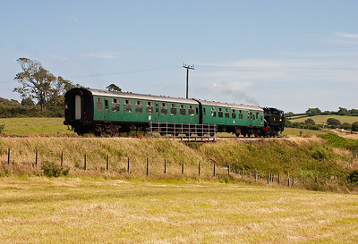 Yankie tank 30075 scurries back to Harmans Cross with shuttle 2H14 1410 from  Norden.