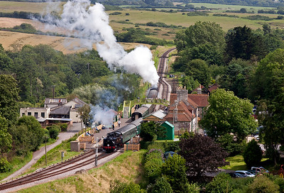 Moving to the eastern flank of the castle mound at Corfe which provides a wonderful grandstand for watching the trains. 34081 climbs away from Corfe station working 2S17 1510 from Norden to Swanage. In the opposite direction comes USA tank 30075 with a shuttle working 2N19 1505 off Harmans Cross to Norden.