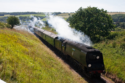 Another visiting loco is Bulleid Battle of Britain class light pacific 34081 92 Squadron. Here it comes up to the summit with 2N10 1150 Swanage to Norden.