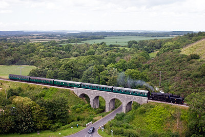 76079 drifts over the viaduct slowing for its Corfe Castle stop.