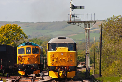 Not that you can tell but 33111 heads away from Harmans Cross with another shuttle back to Norden, 2N10 1225 off.  On the back is 31108 and  it passes 33103 parked up in the sidings.