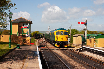 A move to Harmans Cross on the Deltic hauled train. Running into the station passing the new built box is 33103 with 2H04 1025 Norden to Harmans Cross. The station is signalled for up departures from both platforms.