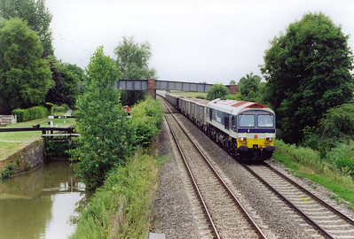 At Little Bedwyn, the line runs beside a transport system that the railway helped to make obsolete, the canal. 59102 frtonts 7A09 0705 Merehead to Acton Yard Jumbo stone train. The payload for this class 7 working is in excess of 3,000 tonnes.