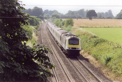 "Looking in the opposite direction and an up HST approaches with 1A65 1416 Paignton to Paddington, the ""Torbay Express""."
