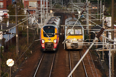 Turning round on the tall footbridge at Slateford, the autofocus has picked up the catenary and not the two units!