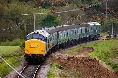 Coming round the curve between Corfe Viaduct and Norden station is 37264 leading 4VEP EMU 3417 with 73119 on the back. This is 2N02 0930 Swanage to Norden.