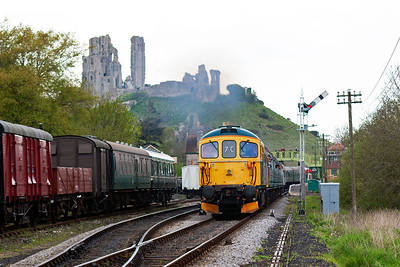 Resident 33103 leads 3417 with 2H19 1530 Norden to Harmans Cross past the down starter. The ruins of Corfe Castle dominates the background.