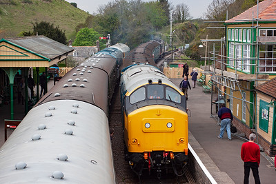 The problem with 56101 has been fixed and it was put back out piloting Peak 45133 on 2Nxx xxxx Swanage to Norden. At Corfe Castle it is crossed by 37264 with 4VEP 3417 and 50135 on a shuttle to Harmans Cross.