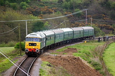 With the timetable rapidly turning into a work of fiction, 47580 approaches with the late running 2N05, 1030 from Swanage to Norden.
