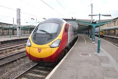 Pendolino 390 046 on 1M13 (1240 GLC to EUS) leaving Platform 4 Carlisle 25 July 2015