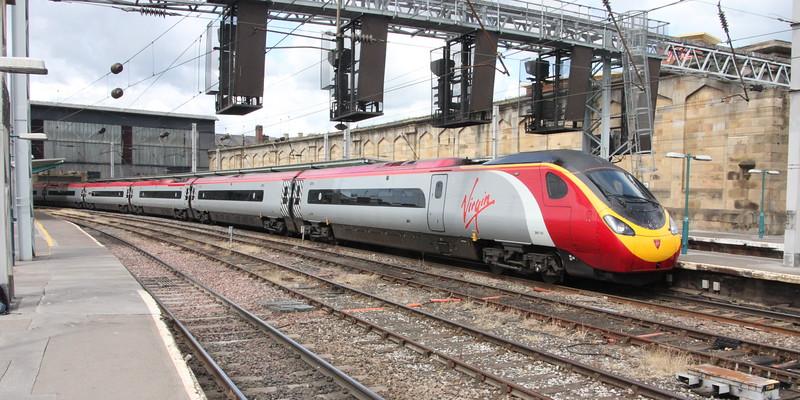 Pendolino 390 141 on 9M56 (1252 EDB to EUS) leaving Platform 4 Carlisle 25 July 2015