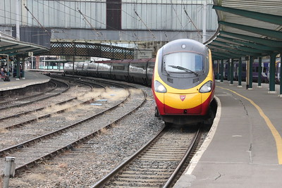 Pendolino 390 046 on 1M13 (1240 GLC to EUS) at Platform 4 Carlisle 25 July 2015