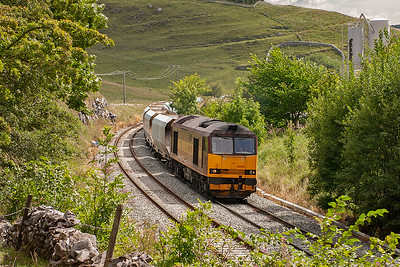 A move to beyond Great Rocks Junction to where the former Midland Main Line runs as two separate roads. 60500 now leads a rake of loaded former National Power JHA hoppers bound for Bredbury, 6H96 1500 off Tunstead Quarry.