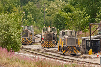 Two of the active quarry shunters have come up to join a third which has been sitting here all day. I am guessing they have come up for fuel.