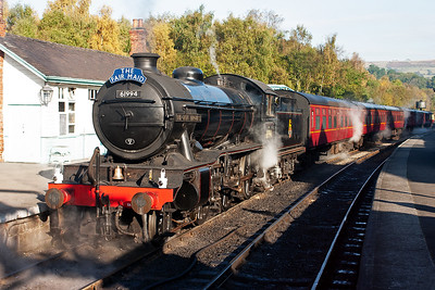 61994 stands at the head of 2P03, the 1050 from Grosmont to Pickering. The loco carries a bell on the front just as it did in 1967 when it ran with K1 62005 on a railtour over these very metals . This bell has been borrowed from the Crossing Club.