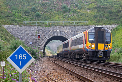 444005 drops down the steep 1 in 50 gradient passing milepost 165 1/4 from London.......... check