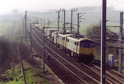 A Freightliner service approaches from the south with 86604 and 86615 providing some 11,800hp for its train, 4S50 0602 Crewe Basford Hall to Coatbridge.