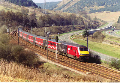 It takes little effort to descend the 1 in 79 of Greskine Bank, DVT 82120 leads 1M31 1536 Glasgow Central to Euston with its locomotive, 87034, virtually unseen at the rear.