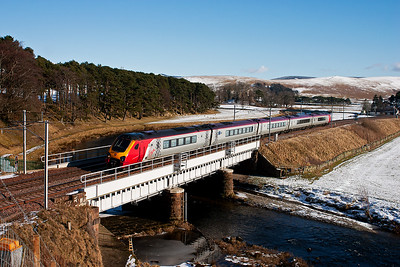 This northbound class 221 is formed with the usual 5 vehicles. 221103 left Birmingham New Street at 0920 running to Glasgow Central as 1S47. It crosses Crawford Bridge over the River Clyde.