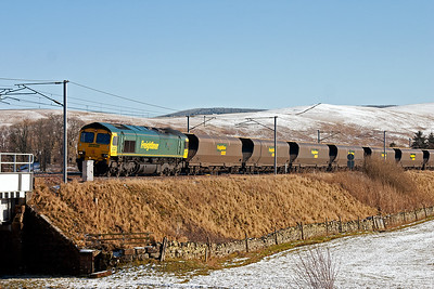 A new location for me is Crawford Bridge just by the village of Crawford. Freightliner 66526 powers north with 4S12 0437 Drax Power Station to Ravenstruther empty HHA coal hoppers.