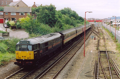 On the rear of 31454 and the five mkII coaches is 31128.