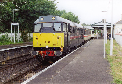 Dorchester West station was built by the GWR and the boarded up building is now listed. 31459 stands at the down platform with 2Z87 0930 SO from Westbury to Weymouth.  3/8/2002