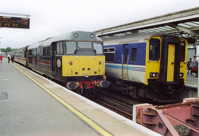 Weymouth station, platform 1 and 31459 sits shut down having worked in with 2Z87 0930 SO Westbury to Weymouth service. Next to it is 150240 which is part of 2O87 0903 Bristol Temple Meads to Weymouth.  27/7/2002