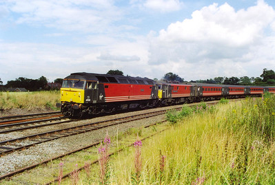 The weather was forecast for heavy rain but it never showed but the sun made several appearances. A colourful scene as 47818 drags 86260 and it rake of mkII stock towards Birmingham. 1G29 SuO 1335 Euston to Wolverhampton is bathed in warm sunshine.