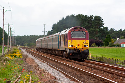 The next down train is a loco hauled working top and tailed by a pair of type 5 class 67 locos. 1Z23 SO 1006 Edinburgh to Leuchars was held at the previous signal EB665 while the previous train cleared the section. Now 67020 powers onwards for Leuchars under clear signals to Cupar.