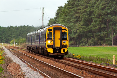 158722 approaches coupled to 170471 with a timetabled service, 1L59 SO 1000 Edinburgh to Dundee.