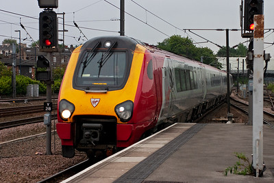 A northbound cross country working runs in with 220030 forming 1E48 1459 Bristol Temple Meads to Newcastle.