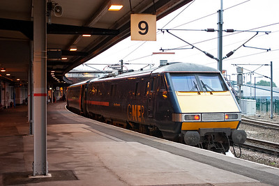 Not all southbound trains use platform 3, sometimes they are routed over to platform 9. Here 91130 pauses with 1E23 1701 Edinburgh to Kings Cross.