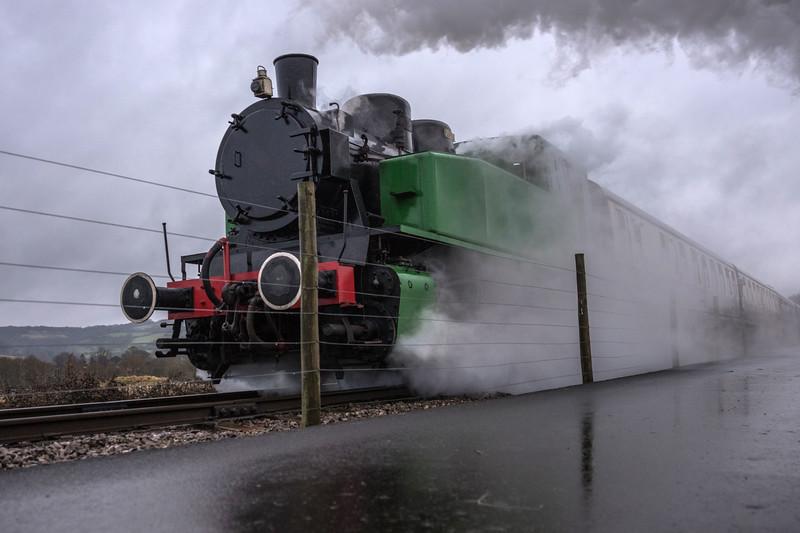 Tkh 4015 Karel  on Mince Pie/Sherry specials at Avon Valley Railway 1/1/17