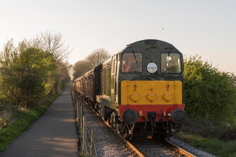 20059 (d8059) on the 'beer-ex' at Avon Valley Railway's Diesel gala 8/4/17