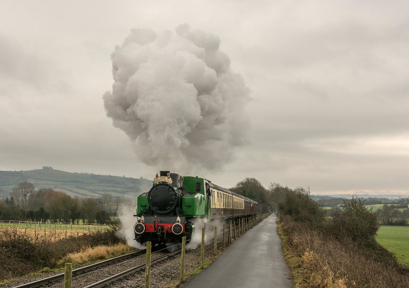 Tkh 4015 Karel on Mince pie/sherry specials at Avon Valley Railway 31/12/16