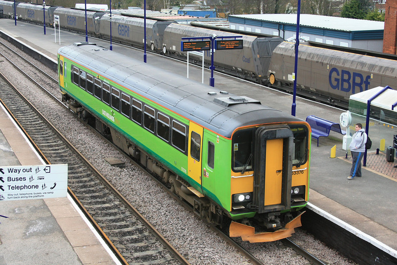 Another EMT 153 still in Central Trains Green, 153376 stops on Platform 2 train before heading off the Grimsby 15.02.12