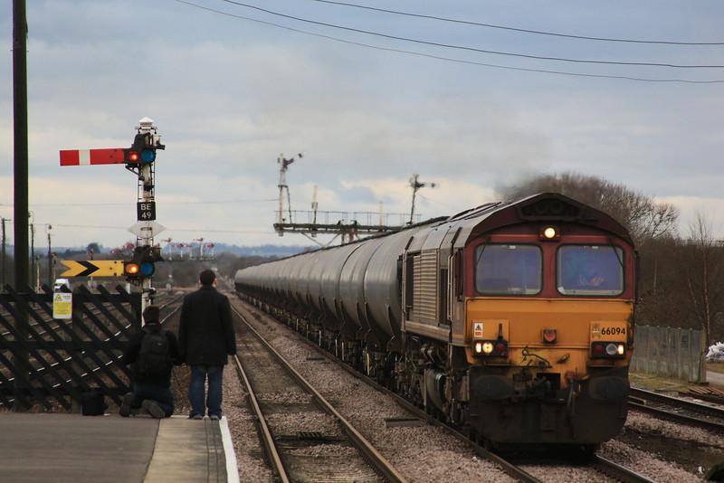66094 6E54 Kingsbury - Humber empty TEAs flys through Barnetby 15.02.12