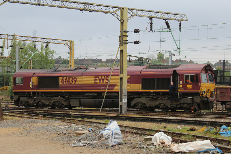 66139 shutdown at the East end of Bescot 27.04.14