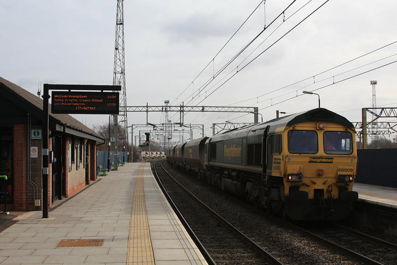 Having run around the empty HHAs 66509 continues on with 4E42 Rugeley P.S - Barrow Hill 14.02.12