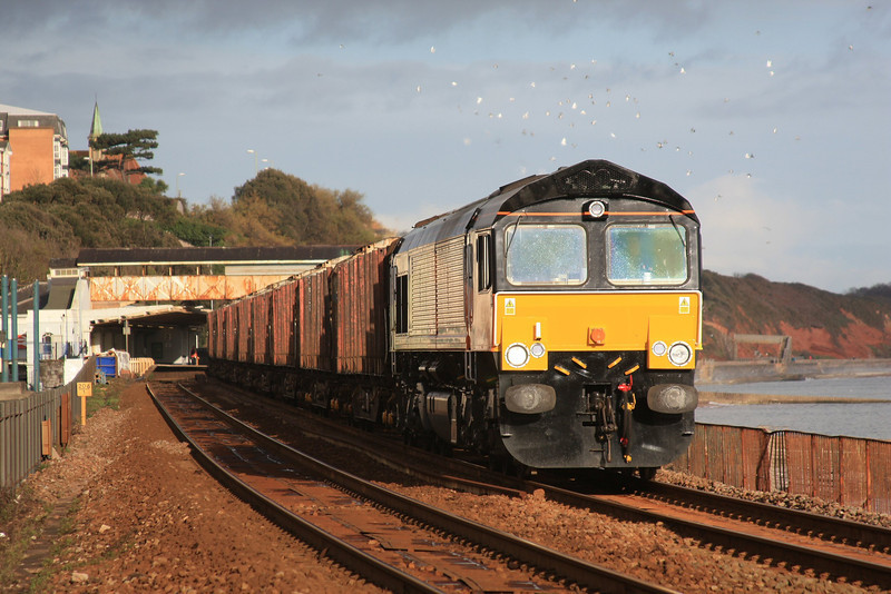 66847 6Z50 Gloucester New Yard - Teigngrace down Dawlish with the first train of the flow between Teigngrace & Chirk 05.12.11