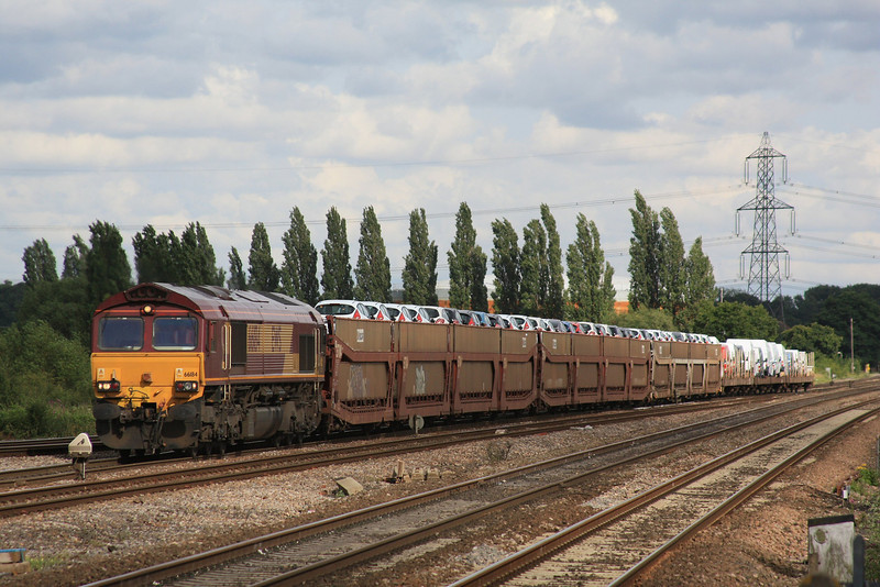 66184 6X44 Dagenham - Didcot Yard slows to enter the yard 07.07.11