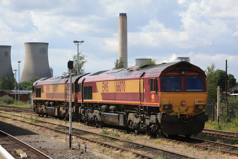 66074 joins 66070 next to the station 07.07.11