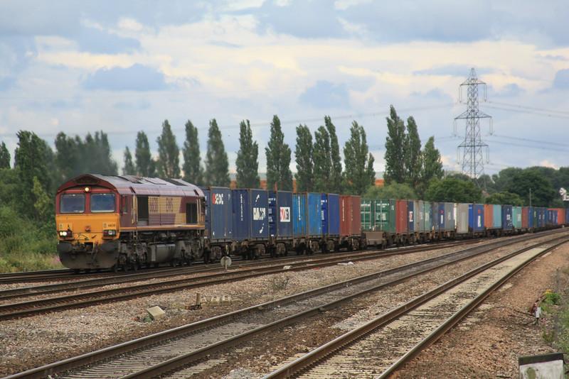 66138 4E70 Southampton - Wakefield approaching Didcot 07.07.11