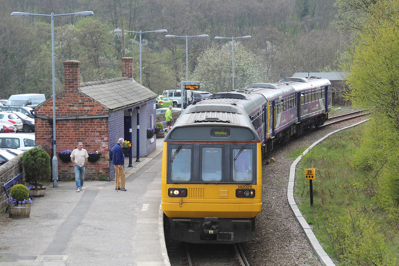 142029 + 142086 arriving at Grosmont heading for Whitby 21.04.14