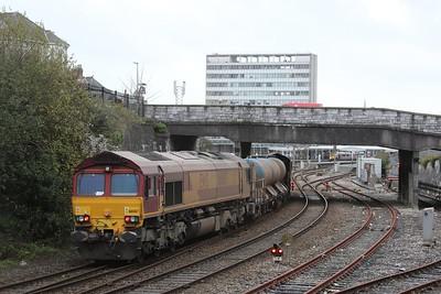 66061 TnT 66067 RHTT 3J13 Westbury - St Blazey approaches Plymouth Station 28.11.15