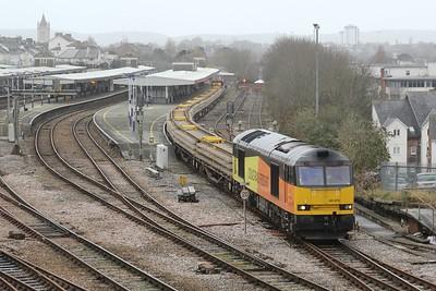 60076 7C21 Largin - Westbury with loaded YKAs & Crane rumble through Platform 8 29.11.15