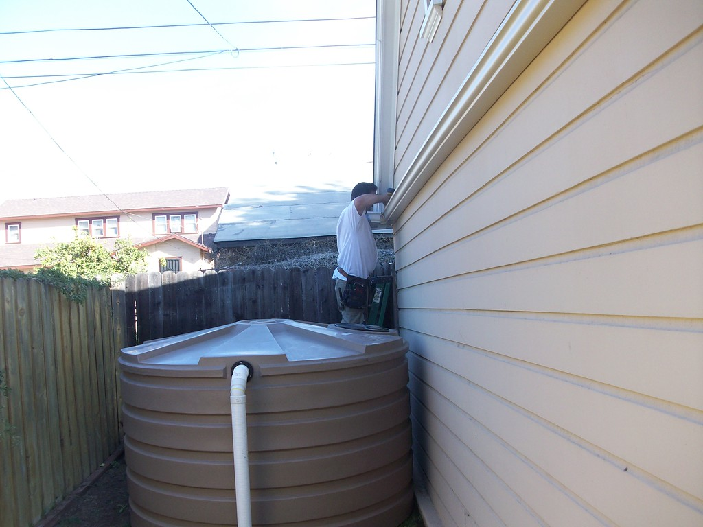 "660 gallon cistern, or rain barrel in Los Angeles.<br /> The low profile Bushman large rain barrels are not visible to the neighbors. <a href=""http://www.rain-watersystems.com/"">http://www.rain-watersystems.com/</a>"
