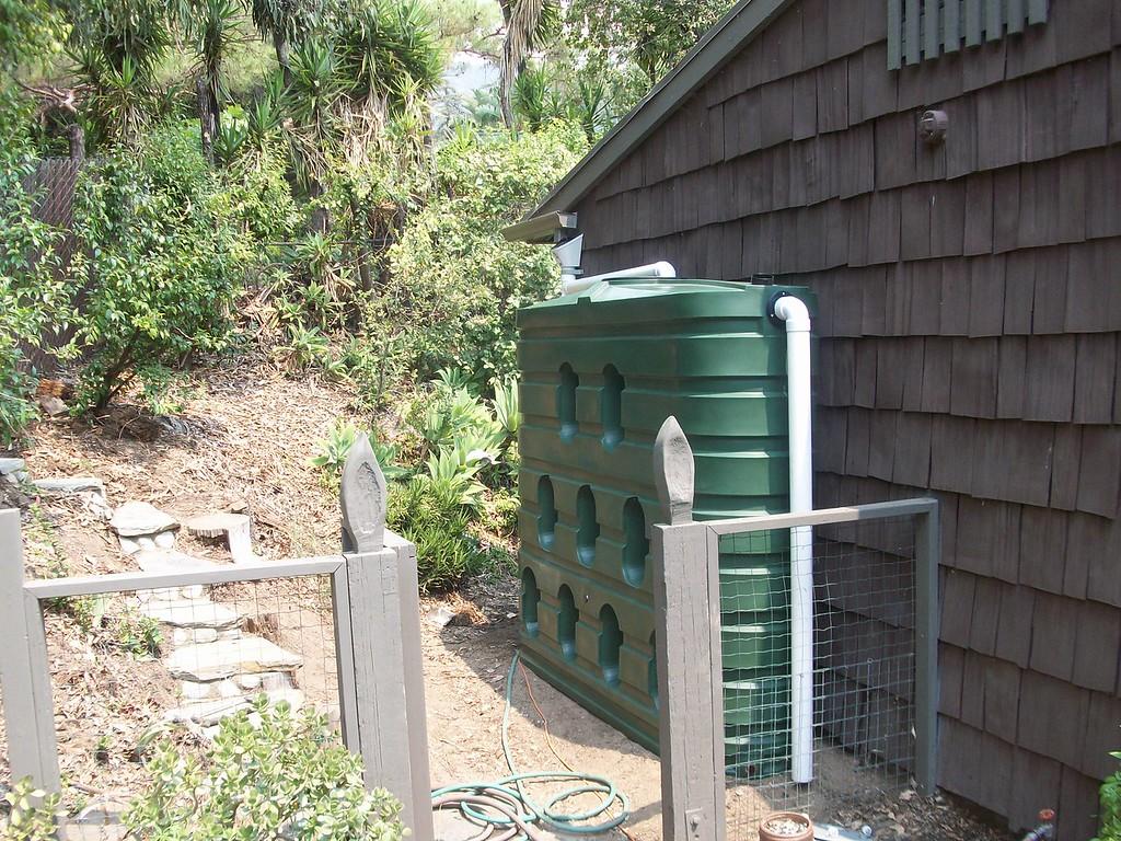 "620 gallon Bushman slimline tank, La Canada Flintridge, Ca. <a href=""http://www.rain-watersystems.com/"">http://www.rain-watersystems.com/</a>"