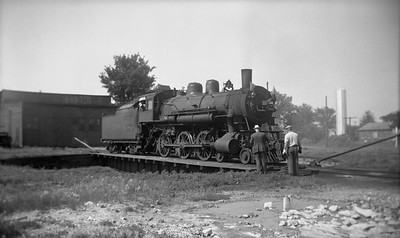 2021.001.NO.03.002--ralph wehlitz 116 neg [photographer unknown]--C&NW--steam locomotive 4-6-0 R-1 290 on turntable--Lancaster WI--no date