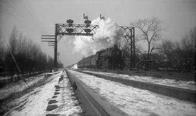 2021.001.NO.03.021--ralph wehlitz 116 neg [photographer unknown]--C&NW--steam locomotive 4-6-2 E 15xx on commuter passenger train action--Chicago IL--no date